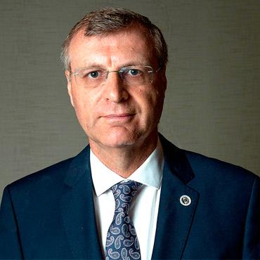 Dr. Clovis Arns da Cunhas (Brasil)